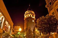 Fotografia Galata wierza przy nocą w Istanbuł Zdjęcia Stock