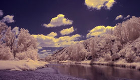 Fotografia infravermelha da montanha de Ural sul, rio de Zilair Fotos de Stock