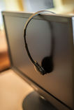 Fotografia komputery z hełmofonami na biurku w szkole podstawowej obrazy royalty free