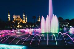 Fotografia lunga di esposizione ad Aya Sofya Hagia Sophia con la fontana nella priorità alta durante il Ramadan Mont al parco di  Fotografia Stock