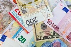 Fotografia macro do close-up do dólar, da libra, do euro, do zloty e da franquia Fundo do conceito da troca de dinheiro do negóci imagens de stock