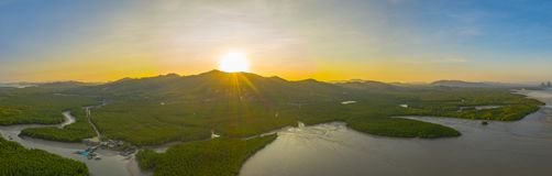 fotografia panoramica aerea sopra l'arcipelago di Samed Nangshe a Baanhinrom Phang Nga fotografie stock
