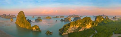 fotografia panoramica aerea sopra l'arcipelago di Samed Nangshe a Baanhinrom Phang Nga immagine stock libera da diritti