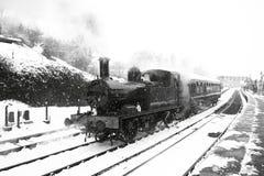 Parowy pociąg w śniegu A Obrazy Stock
