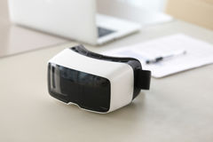 Fotografia rzeczywistość wirtualna szkła na biuro stole Zdjęcie Stock