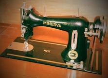 Fotografia starej rocznik ręki szwalna maszyna Selekcyjna ostrość Obraz Royalty Free