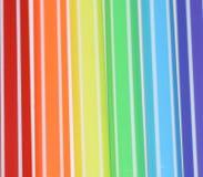 Fotografia tęcza malował z barwionymi porad piórami Symbole LGBT ludzie obraz royalty free