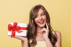 Fotografia wspaniała europejska dziewczyna 20s ma długiego brown włosianego smili Zdjęcie Stock