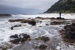 Fotografiando el Thor bien, costa de Oregon Foto de archivo libre de regalías
