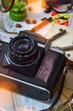 Fotografias velhas com humor retro da câmera velha fotos de stock royalty free