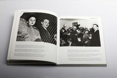 Fotografibok av Nick Yapp, Kim Philby, den tredje mannen på en presskonferens i London 1955 Arkivfoton