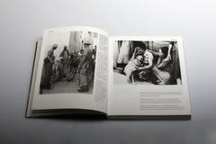 Fotografiboken av Nick Yapp som var cypriotisk ägde rum i 1958 Royaltyfria Foton