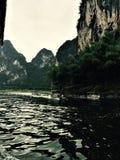 Fotografie brać na łódkowatym przedstawieniu głęboka woda teren choppy fotografia royalty free