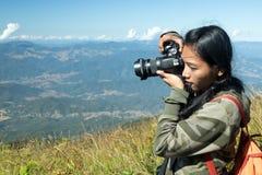 Fotografie del viaggiatore nelle montagne Fotografia Stock Libera da Diritti
