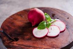 Fotografie des biologischen Lebensmittels - Tomaten, Minze und rote rote Rübe Stockfotografie