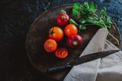 Fotografie des biologischen Lebensmittels - Tomaten, Minze und rote rote Rübe Stockfotos