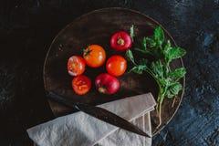 Fotografie des biologischen Lebensmittels - Tomaten, Minze und rote rote Rübe Stockbild