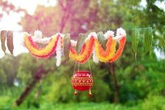 Fotografie des Dahis HANDI auf gokulashtami Festival in Indien, das Lord Shri Krishna-` s Geburtstag ist stockfotografie