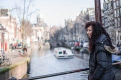 Fotografie einer Frau in den Straßen von Amsterdam stockfoto