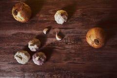 Fotografie mit Knoblauch und organischen Zwiebeln stockfoto