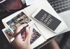 Fotografie Planuje Cyfrowego przyrządu przesyłanie wiadomości Online pojęcie Obrazy Stock