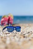 Fotografie van zonnebril op kust Royalty-vrije Stock Foto