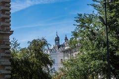Fotografie von Altbauten, von Dächern und von Skylinen in Zagreb lizenzfreies stockfoto