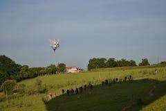Fotografie von Ballonen und von Landschaft Lizenzfreie Stockfotografie