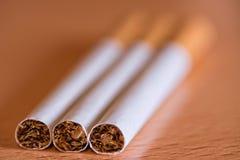 Fotografie von drei Zigarren auf dem Tisch Lizenzfreies Stockbild