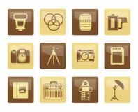Fotografieausrüstungsikonen über braunem Hintergrund Stockfotografie