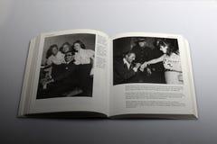 Fotografieboek door Nick Yapp, Beverley Sisters 1954 royalty-vrije stock afbeeldingen