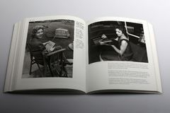 Fotografiebuch durch Nick Yapp, Radio-kontrollierter Rasenmäher im Jahre 1959 Lizenzfreies Stockbild
