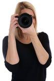 Fotografiefotos der jungen Frau des Fotografen mit Kamera occupati Stockfotografie