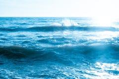 Fotografiehintergrund der Seewelle im Freien | starker Bewegungsozean Stockfoto