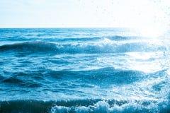 Fotografiehintergrund der Seewelle im Freien | starker Bewegungsozean Stockbild