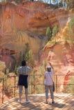 Fotografieren von Touristen, Roussillon, Frankreich Lizenzfreie Stockfotografie