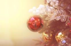 Fotografii dekoracji makro- jaskrawe błyszczące Bożenarodzeniowe piłki zdjęcie stock