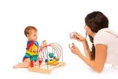 Fotografii dziecka bawić się Obrazy Royalty Free