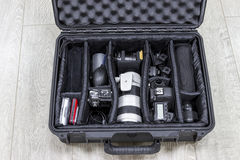 Fotografii equipments układali wśrodku czarnego ochraniacza plastikowej skrzynki Fotografia Royalty Free
