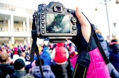 Fotografii kamera w ręce Zdjęcia Royalty Free