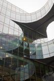 Fotografii przyglądający up chwytający wyginającego się budynek tworzy ciekawe kabłąkowatość fotografia stock