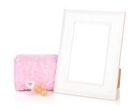 Fotografii rama z kąpielowego ręcznika i dziewczyny atrapą Fotografia Stock