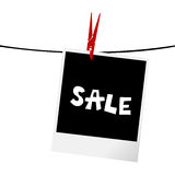 Fotografii rama z sprzedaży wiadomością na clothesline Fotografia Stock