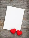Fotografii ramowi i mali czerwoni cukierków serca Obrazy Stock