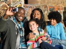 fotografii rodzinny szczęśliwy zabranie zdjęcie royalty free