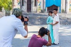 Fotografii strzelanina przy ślubem w Hanoi, Wietnam zdjęcia royalty free