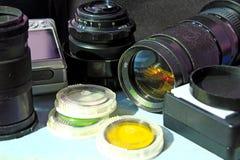 Fotografisk lins och annan fototillbehör Royaltyfri Bild