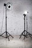 Fotografisk studio med utrustning och tillbehör Royaltyfria Bilder