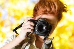 fotografkvinnabarn Arkivfoton