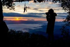 Fotografo Camera Shooting Silhouette Fotografia Stock Libera da Diritti